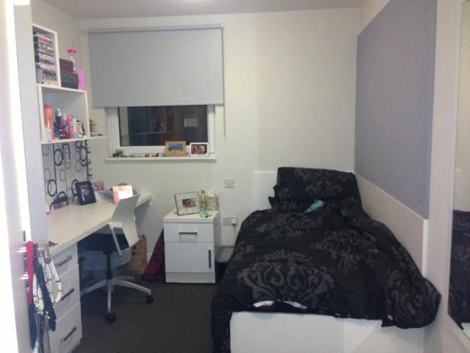 Uni bedroom